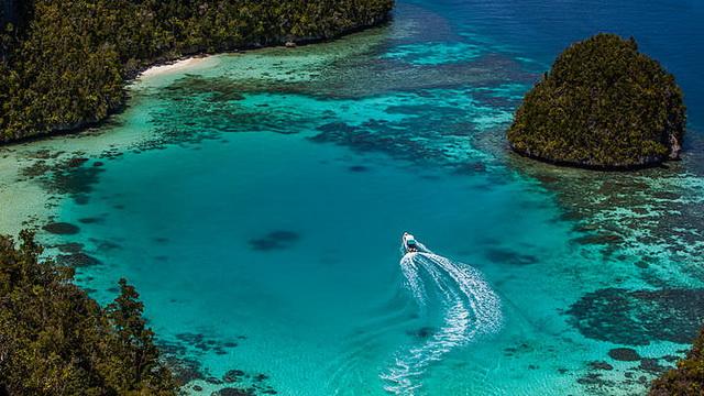 Wisata Kepulauan Wayag