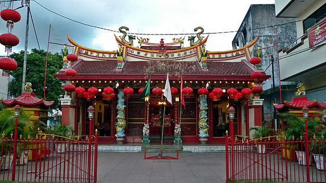 Wisata Kuil Ban Hin Kiong