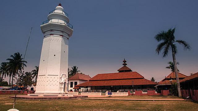 Wisata Masjid Agung Banten