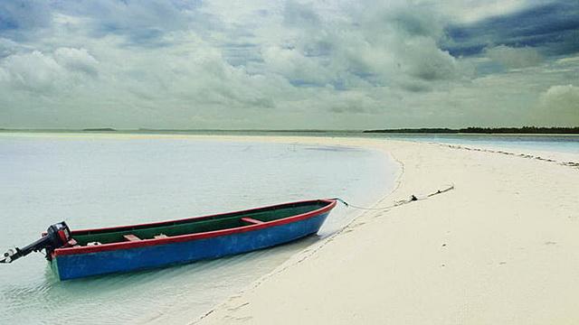Wisata Pantai Ngurtafur