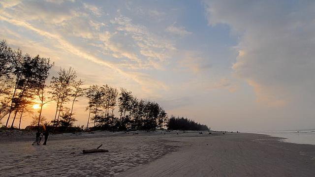 Wisata Pantai Panjang