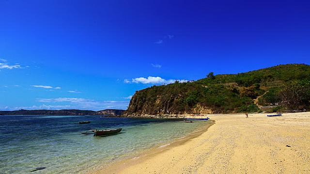 Wisata Pantai Seger